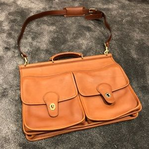 Coach  large authentic leather messenger 💼